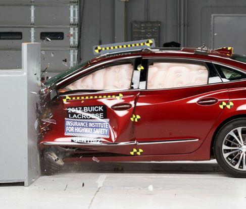IIHS Crash Test Buick LaCrosse